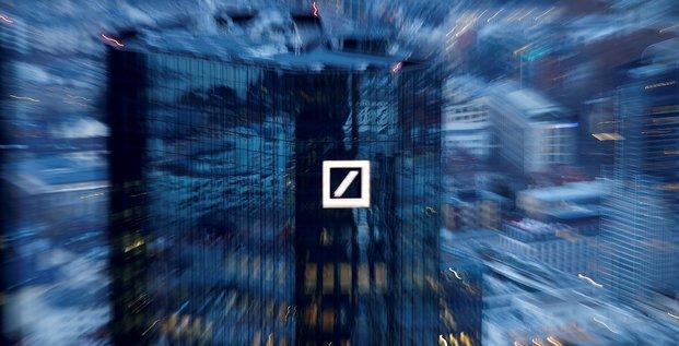 Deutsche bank accuse une perte nette au 1er trimestre, pas aussi forte que redoute