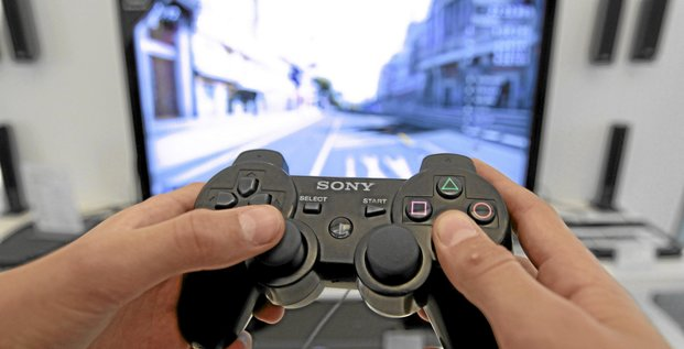 A person plays a video game at a Sony Playstation in the Sony's flagship store in Berlin, April 27, 2011. Sony Corp warned that hackers had stolen names, addresses and possibly credit card details from the 77 million user accounts of its video game online network, in one of the largest Internet secu