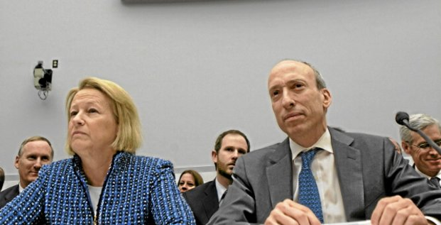 Mary Schapiro, chairman of the U.S. Securities and Exchange Commission (SEC), left, and Gary Gensler, chairman of the Commodity Futures Trading Commission (CFTC), listen during a hearing on derivatives regulation by the House Financial Services Committee in Washington, D.C., U.S., on Tuesday, Feb. 1