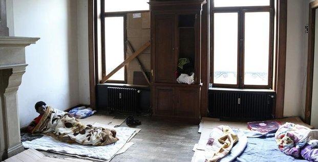 Le parlement durcit la legislation anti-squats