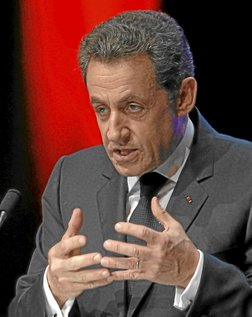 France's President Nicolas Sarkozy delivers his speech on the euro zone financial crisis in Toulon, south eastern France, December 1, 2011. President Sarkozy outlines his ideas for EU treaty change intended to lay the groundwork for plans to create more central European Union say in national budgets