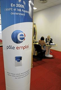 A job seeker speaks with an adviser in a National Agency for Employment (Pole Emploi) in Nice, southeastern France, March 5, 2009. France's jobless total leapt by a record 90,200 in January, almost twice the increase reported the previous month as companies hit by the economic slowdown accelerated l