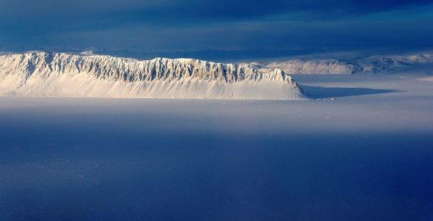Effondrement de la derniere plate-forme glaciaire de l'arctique canadien