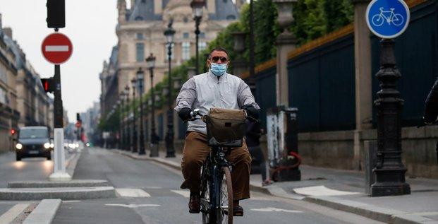 Paris: pas de port du masque obligatoire en velo, selon la prefecture