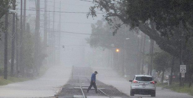 L'ouragan delta touche terre en louisiane, perd en intensite