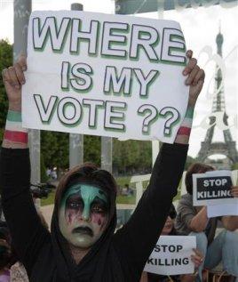 DES IRANIENS MANIFESTENT À PARIS