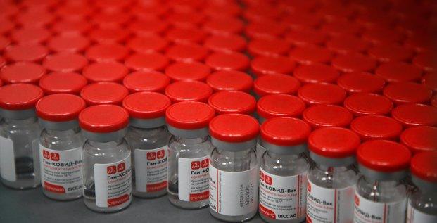 Poutine annonce qu'il recevra le vaccin contre le covid-19 spoutnik v des que possible