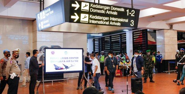Vol sj182: le boeing 737-500 localise par la marine indonesienne
