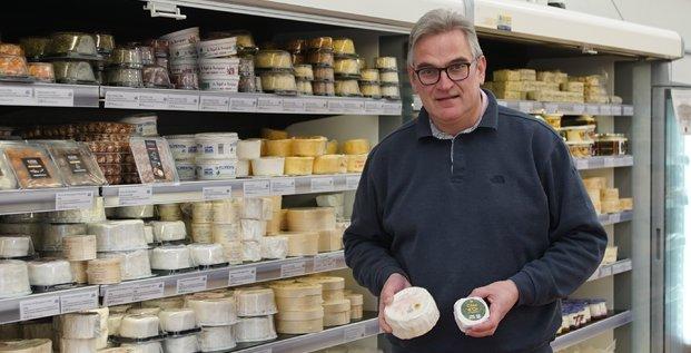 Philippe Delin, patron de la fromagerie Eponyme, dans son magasin éphémère