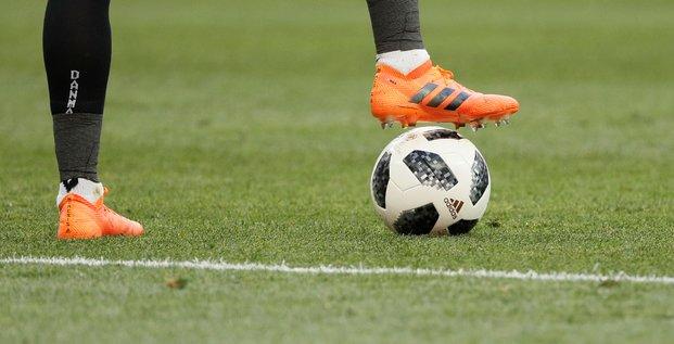 Football: paris compte promouvoir une legislation europeenne pour garantir le financement des petits clubs, dit beaune