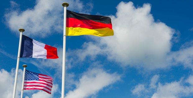 D-Day War Memorial, drapeaux allemand, français et américains en Normandie, France, Paris, Berlin, Washington