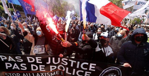 France: les policiers manifestent devant l'assemblee nationale