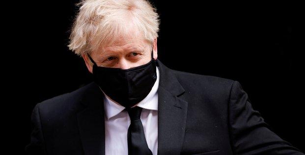 Boris johnson rejette les accusations d'inaction dans la gestion de la crise du covid-19