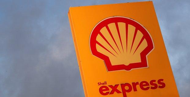 Shell evite une perte au deuxieme trimestre mais passe pres de 17 milliards de dollars de depreciations