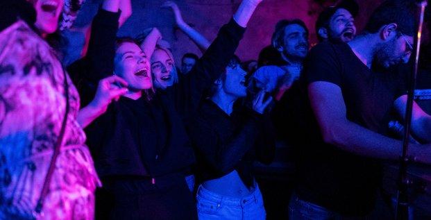France: les discotheques pourront rouvrir a partir du 9 juillet avec un pass sanitaire