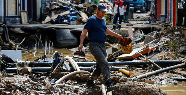Des inondations terrifiantes, dit merkel, plus de 180 morts en europe