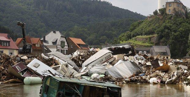 Les inondations en europe devraient couter 2 a 3 milliards de dollars aux reassureurs, dit berenberg