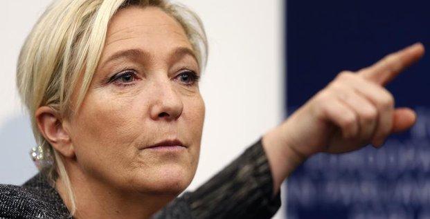 Marine Le Pen exhorte François Hollande à dissoudre l'Assemblée