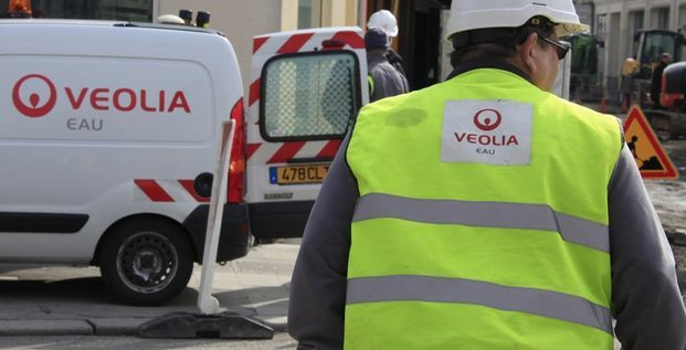 Ayrault veut un accord gagnant-gagnant sur l'emploi chez Veolia