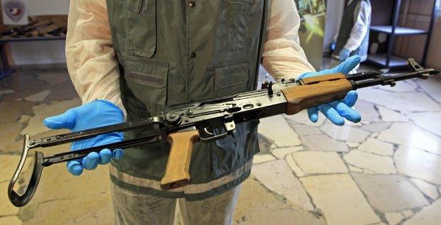 Kalachnikov saisie par la police en Janvier 2012.
