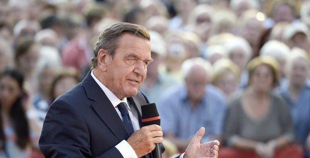 La NSA a placé sur écoutes le chancelier Gerhard Schröder