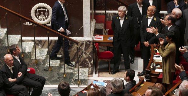 Valls descend