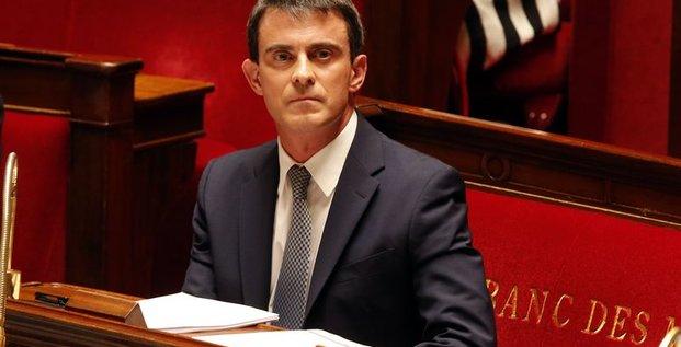 Manuel Valls frappe fort pour tenter de redonner confiance