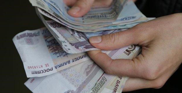 Les Russes se débarrassent de leurs roubles