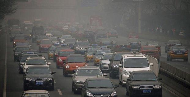 A Pékin, des brigades anti-pollution débordées par leur tâche