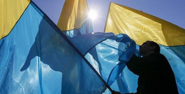L'UE débloque un 1er prêt de 100 millions d'euros à l'Ukraine