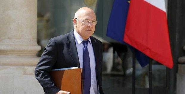 Sapin tient bon sur le pacte malgré l'appel des 100 députés