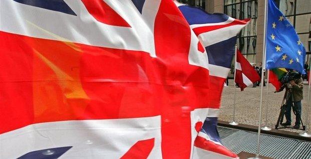 S&P relève à stable la perspective de la note AAA du Royaume-Uni