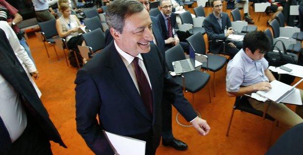 Les taux resteront bas de fait d'une reprise inégale, dit Draghi