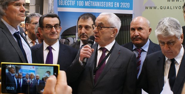 Stéphane Le Foll, Gérard Miquel, président du Conseil général du Lot, Gérard Poujade, Martin Malvy, Abdelouahab Nouri, ministre de l'Agriculture algérien, et Philippe Martin sur le stand de Midi-Pyrénées