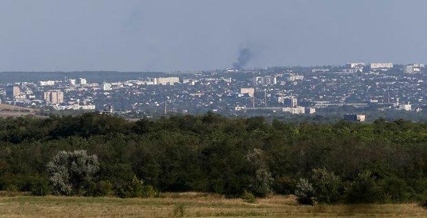 Kiev accuse les blindés russes d'avoir détruit une ville de l'Est