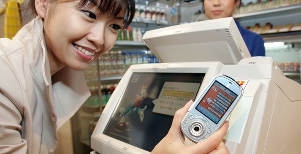 Paiement sans contact grâce à un téléphone japonais équipé d'une puce FeliCa et de l'application de l'opérateur mobile NTT DoKoMo