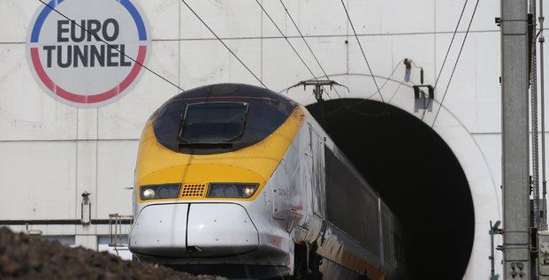 Un train Eurostar sort du tunnel sous la Manche