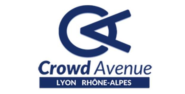 Crowd Lyon avenue