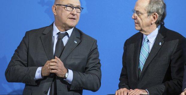 Le ministre des Finances Michel Sapin et son homologue italien Pier Carlo Padoan lors d'un sommet à Berlin