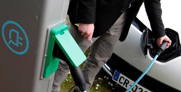 Le marché de la voiture électrique stable en 2014 en France