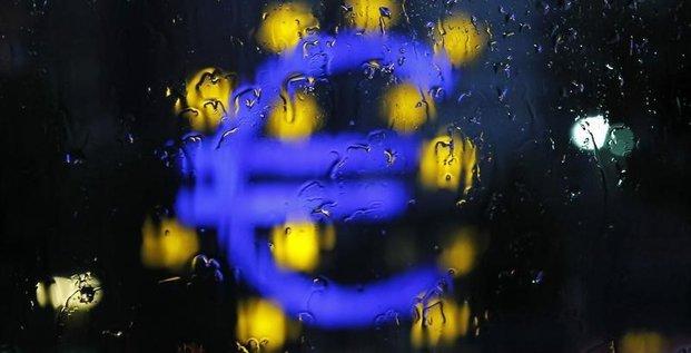 Le secteur privé de la zone euro finit 2014 sur une note faible