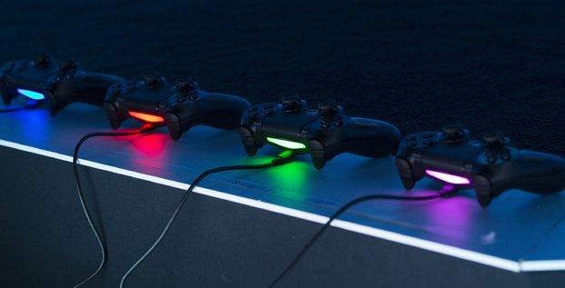 Manettes Playstation 4 de Sony lors de l'E3 en juin 2014
