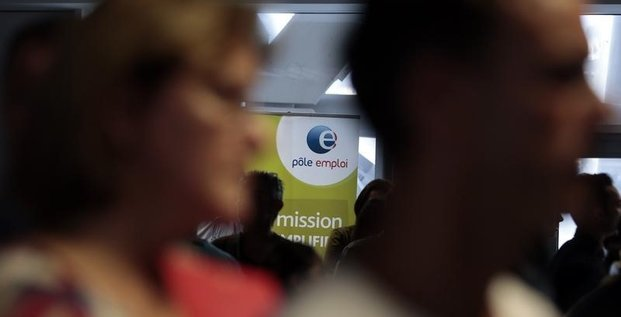 Pole emploi, Francois hollande toujours attendu sur l'emploi, selon un sondage bva