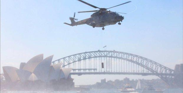 Eurocopter, Hélicoptère naval d'Eurocopter survolant l'Opéra de Sidney