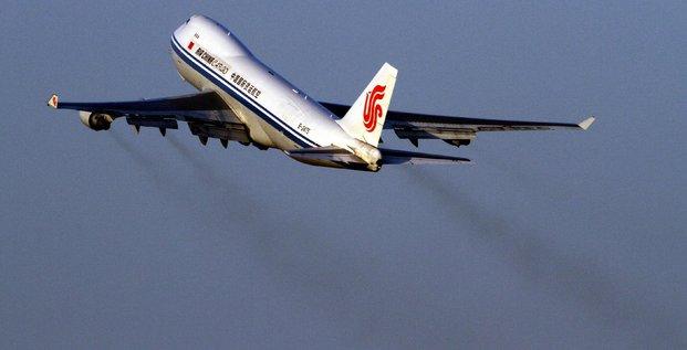 Avion décollage pollution aérienne trafic aérien - Air China Beijing Airport aéroport de Pékin dec 2009 IATA avion cargo commerce international