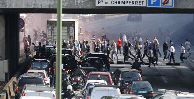 Mobilisation des taxis contre les chauffeurs clandestins