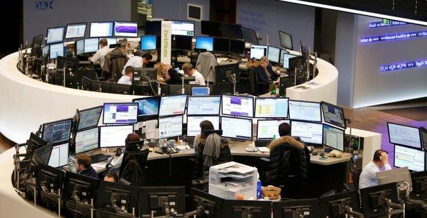 Les bourses europeennes dans le rouge a la mi-seance