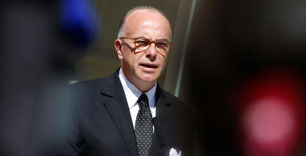 Bernard cazeneuve denonce les actes antimusulmans a la mosquee d'auch