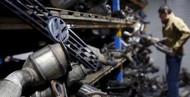 Les constructeurs automobiles invites a preciser leurs initiatives apres le scandale volkswagen