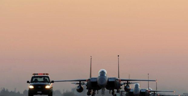 Les frappes aeriennes contre l'ei vont etre intensifiees en syrie et en irak